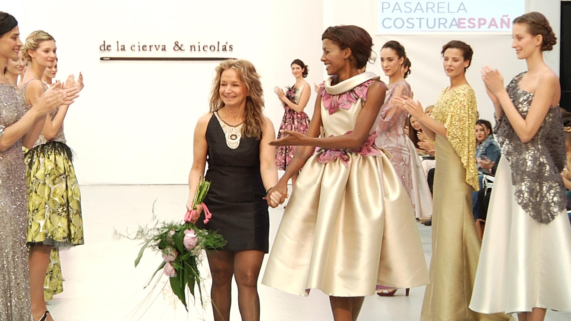DE LA CIERVA Y NICOLAS  Pasarela Costura España 2015